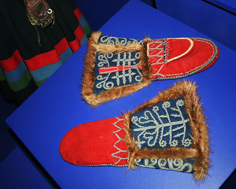 800px-Southern_Sami_Mittens_Norway.jpg